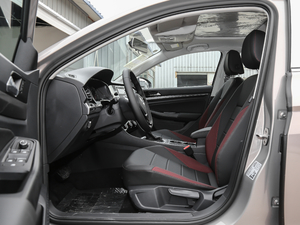 2019款1.5L 自动舒适型 前排空间