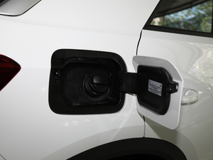 2019款280TSI DSG两驱豪华型 油箱盖打开