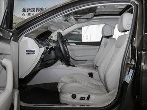 2017款380TSI DSG 豪华型 前排空间