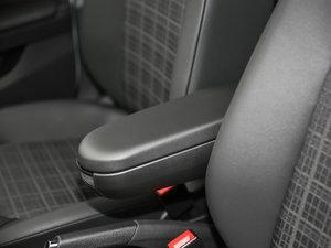2017款1.5L 自动舒适型 前排中央扶手
