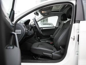 2017款1.5L 自动舒适型 前排空间
