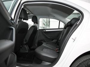 2017款1.5L 自动舒适型 后排空间