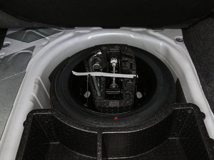2017款230TSI 自动运动型 备胎