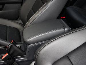2017款230TSI 手动舒适型 前排中央扶手