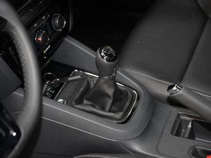 2017款230TSI 手动舒适型 变速挡杆
