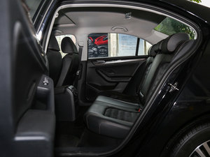 2017款230TSI 手动豪华型 后排空间
