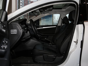 2017款1.6L 手动舒适型 前排空间