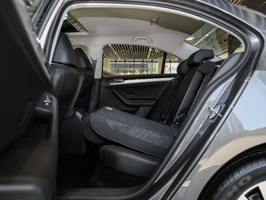 2017款1.6L 自动舒适型 后排座椅放倒