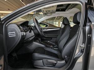 2017款1.6L 自动舒适型 前排空间