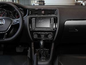 2017款1.6L 自动舒适型 中控台