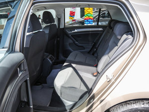 2017款1.6L 自动舒适百万辆纪念版 后排空间