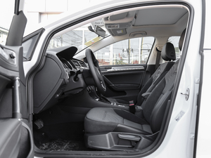 2018款230TSI 自动舒适型 前排空间