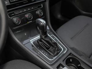2018款230TSI 自动舒适型 变速挡杆