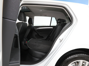 2018款1.6L 自动舒适型 后排座椅放倒