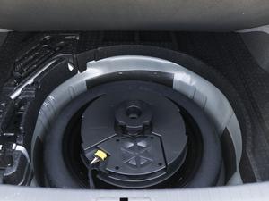 2018款380TSI DSG 尊贵型 备胎