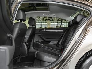 2018款改款 330TSI DSG 豪华型 后排空间