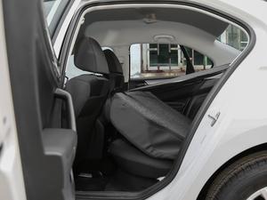 2018款1.5L 自动时尚型 后排座椅放倒