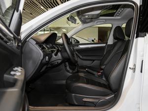 2018款1.5L 手动舒适型 前排空间