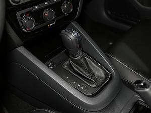 2018款1.6L 自动舒适型 变速挡杆