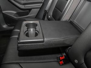 2018款1.6L 自动舒适型 后排中央扶手
