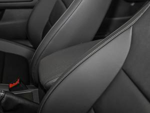 2018款1.6L 自动舒适型 前排中央扶手