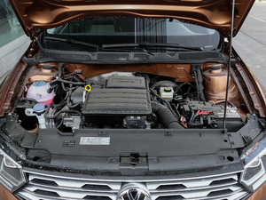 2018款1.5L 自动舒适型 发动机