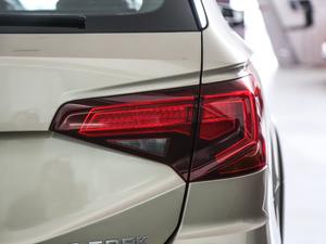 2018款1.5L 自动舒适型 尾灯