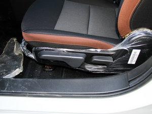 2016款1.5L 手动乐慧版 座椅调节