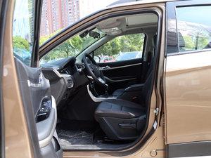 2017款1.6L 手动尊贵型 前排空间