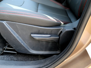 2017款1.6L 手动尊贵型 座椅调节