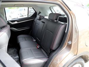 2017款1.6L 手动尊贵型 后排座椅