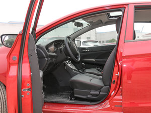 2017款1.5L 手动舒适型 前排空间