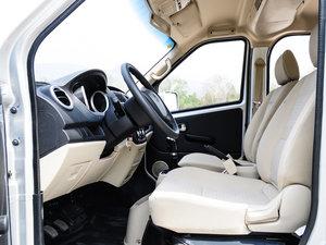 2014款1.5L 手动标准型 前排空间
