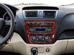 2014款1.5L 手动标准型 中控台