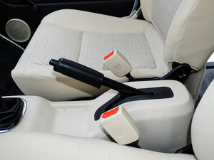 2014款1.5L 手动标准型 驻车制动器