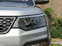 细节外观长安CX70头灯