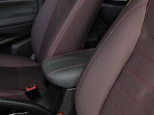 2017款1.5T 自动舒适型 前排中央扶手