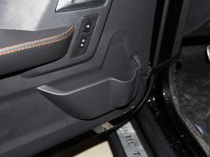 2016款L 2.3T 自动四驱尊享版 车门储物空间