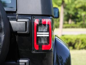 2018款PLUS 2.3T 自动四驱旗舰版 尾灯