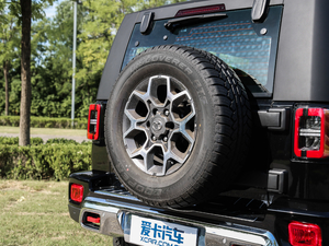 2018款PLUS 2.3T 自动四驱旗舰版 备胎