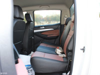 空间座椅雄师F22后排空间