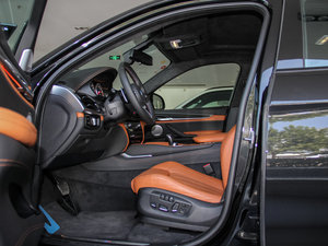 2015款4.4 V8 前排空间