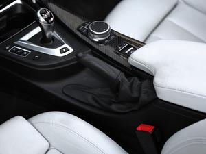 2017款3.0T 双离合 驻车制动器
