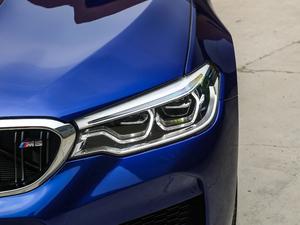 2018款4.4T V8 头灯
