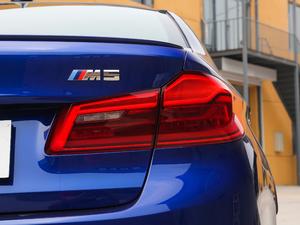 2018款4.4T V8 尾灯