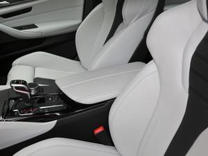 2018款4.4T V8 前排中央扶手