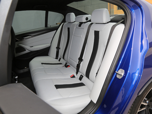 2018款4.4T V8 后排座椅