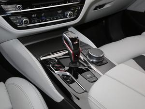 2018款4.4T V8 变速挡杆