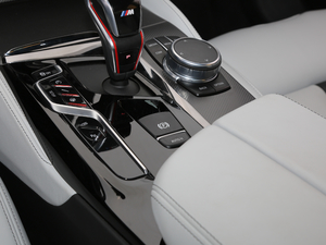 2018款4.4T V8 驻车制动器