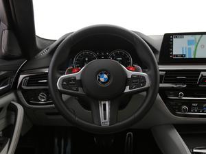 2018款4.4T V8 方向盘